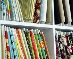 Almacenar las telas en el cuarto de costura