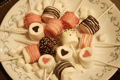 assorted chocolate marshmallow pops Chocolate Marshmallows, Marshmallow Pops, Mini Cupcakes, Desserts, Food, Tailgate Desserts, Deserts, Eten, Postres