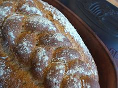 1 stort og flott grovbrød. Brødet blir knallgodt med sprø skorpe og flott farge, litt mørkt. Bærre lækkert...Veldig gøy å bake brød på de... French Toast, Food And Drink, Baking, Breakfast, Recipes, Breads, Morning Coffee, Bakken, Recipies
