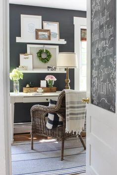 Nice colors for a home office!