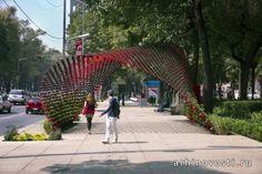 В 2012 году на проспекте Пасео-де-ла-Реформа, главной улице города Мехико, Мексика, появилась инсталляция из металлических кофейных кружек, получившая громкое название «Portal of Awareness» (Портал познания). Создание данной скульптуры было инициировано компанией Nescafé, а её непосредственным созданием занимались специалисты из...