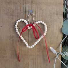 Tips til juleverksted for barn i alle aldre. Barn, Christmas Ornaments, Holiday Decor, Tips, Home Decor, Converted Barn, Decoration Home, Room Decor, Christmas Jewelry
