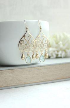 Gold Marokkaner, Boho filigrane Aqua Blue Crackled Glass Drops Kronleuchter Ohrring. Schwester, Mutter. Maid Of Honor. Brautjungfern Geschenk. Blue Bridal