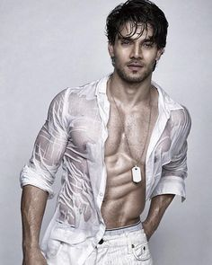 Sooraj Pancholi showing his awesome abs. #Bollywood #Gym #Fitness