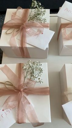 Bridesmaid Bridal Gift Box Video- Bridesmaid Bridal Gift Box Video White boxes with pink sheer ribbon, hand written letter, baby's breath, and twine for bridesmaid ask. Bridesmaid Gift Boxes, Bridesmaid Proposal Gifts, Wedding Gift Boxes, Wedding Gifts, Wedding Gift Wrapping, Wedding Favors, Box Video, Celebration Box, Creative Gift Wrapping