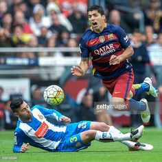 Espanyol's defender Ruben Duarte vies with Barcelona's Uruguayan forward Luis Suarez during the Spanish league football match FC Barcelona vs RCD...