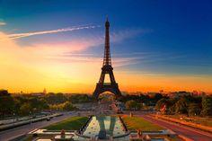 パリス : エッフェル塔の朝