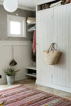 hallen hemma hos Lena Lidman i Gubböle Swedish Cottage, Swedish Interiors, Sweet Home, Entry Hallway, Entryway, Entrance Hall, Deco Boheme, Scandinavian Home, Modern Country