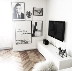 Gallerivæg i sort hvid / gallery wall in black en white. Courtesy of Homesickblog on Instagram.