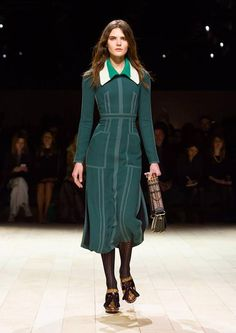 Get inspired and discover Burberry trunkshow! Shop the latest Burberry collection at Moda Operandi. Big Fashion, Runway Fashion, Fashion Show, Fashion Outfits, Womens Fashion, British Fashion, Fashion Weeks, London Fashion, Vogue Paris
