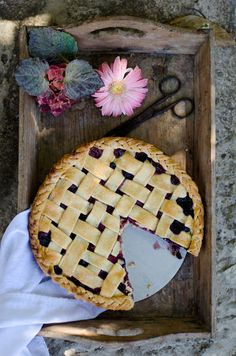 Almond berry rhubarb pie