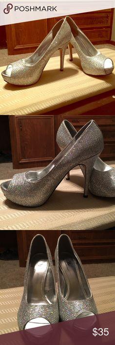 Metallic prom shoes, never been used Metallic prom shoes, never been used Worthington Shoes Heels