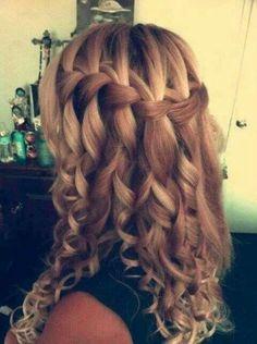 Beautiful hair style. Waarom vallen die strengen nu als haren eruit? Ja haha laat maar vallen die haren.....van de trap nou goed.