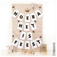 Slinger & Poster Hoera vandaag is het feest!    printable   Printables   miekinvorm.nl A4 Poster, Advent Calendar, Printables, Holiday Decor, Prints, Adidas, Products, Advent Calenders, Print Templates