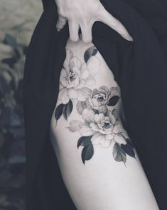 Tattoo artist Kubrick Ho, author's style color and black and grey oriental tattoo Tiger Tattoo Thigh, Rose Tattoo Thigh, Floral Thigh Tattoos, Black Tattoos, Tattoo Forearm, Flower Tattoos, Delicate Tattoos For Women, Sleeve Tattoos For Women, Tattoo Women