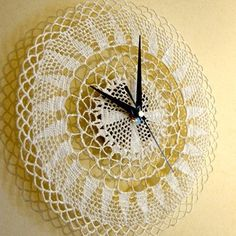 Vintage Doily Idea Re-Cycled Into a Wall Clock Clock Art, Diy Clock, Crafts To Make, Fun Crafts, Framed Doilies, Decorating Your Home, Interior Decorating, Crochet Wall Art, Doily Art