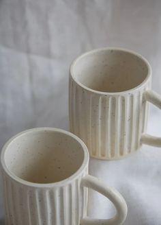Meha Carved Mug Meha Carved Mug,Tassen Keramik Inspirationen Meha Carved Mug – BellJar Related posts:Annette Mienche-Nagy - Sculpture art clayHow to carve a bowl ❤ - Pottery designs # -. Raku Pottery, Pottery Pots, Slab Pottery, Ceramics Pottery Mugs, Pottery Houses, Ceramics Ideas, Pottery Videos, Wheel Thrown Pottery, Pottery Designs