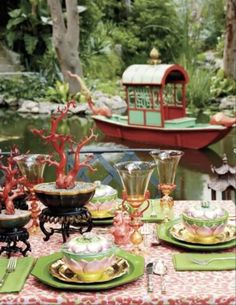 tabletop corals & chinoiserie of Tony Duquette, LA designer ref. www.francescocatalano.it