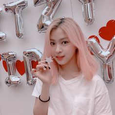 Image shared by 𝐏𝐞𝐚𝐜𝐡𝐲 ♡. Find images and videos about kpop, aesthetic and ulzzang on We Heart It - the app to get lost in what you love. Kpop Girl Groups, Korean Girl Groups, Kpop Girls, Kpop Aesthetic, Aesthetic Black, Aesthetic Photo, New Girl, K Idols, K Pop