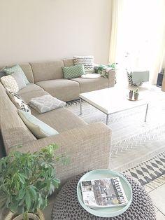 Ken je dat? Dat er zoveel aanbod is waardoor een keuze maken juist erg lastig wordt? Al een tijdje wilde ik nieuwe kussens voor op de bank. Op instagram zie ik super veel verschillende kussens voorbij komen, daarom is het best moeilijk om een keuze te maken in dit brede aanbod. Ook vind ik het soms moeilijk om kussens te...Lees verder Couch, Living Room, Furniture, Home Decor, Settee, Decoration Home, Room Decor, Sitting Rooms, Sofas