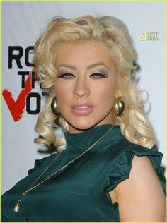 I love Christina Aguilera's makeup here. Very subtle and pretty