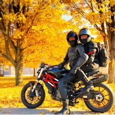 """Ride till the snow flies"" - @erikwpfeifer  Stagecoach Trail curves through Galena, Ill. & is one of the best roads to cruise on a bike, especially during Fall.  #Galena #GetToGalena #travel #destination #tourist #illinois #motorcycle #ridetheroads #fallcolors"