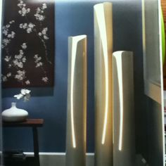PVC DIY - PVC Lighting and other great ideas. If these were heated, before they were cut, they could have been shaped as well. DIY Floor lamp tutorial and instructions! Pipe Diy Projects, Pvc Pipe Crafts, Diy Floor Lamp, Deco Luminaire, Diy Casa, Diy Flooring, Diy Furniture, Diy Home Decor, Decoration