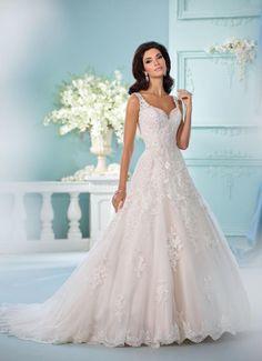 David Tutera Spring 2017 | https://www.theknot.com/content/david-tutera-wedding-dresses-bridal-fashion-week-spring-2017