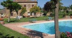 We had a perfect agriturismo holiday in Tuscany. This post presents our farm stay near Pienza and the beautiful Tuscan scenery south of Siena. Farm Stay, Siena, Tuscany, Scenery, Italy, Luxury, Outdoor Decor, Holiday, Beautiful