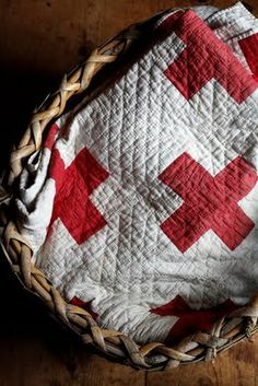 This RN loves this Red Cross quilt! Old Quilts, Antique Quilts, Vintage Quilts, Primitive Quilts, Vintage Paper, Textiles, Straight Line Quilting, Straight Lines, Two Color Quilts
