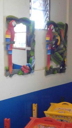 Espejo de lapa y lapa y tucan Mural Art, Paper Mache, Clay Art, Paper Art, Projects To Try, Pottery, Woodcarving, Parrots, Canvas
