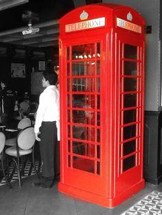 YUPPIES CONDESA TASTE THE PASSION CABINA TELEFÓNICA