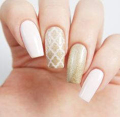 Going for a classic and elaborate manicure? Moroccans are the way to go! Our Moroccan Nail Stencil is one of our easiest stencils to use ~ get the professional manicure you're looking for at home. Ins