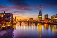 A London Tourist Guide. You Don't Need A Travel Agent To Pick A Great London Hotel. A great hotel turns your vacation into a fantasy. Read on to find out how to find an affordable place Best Hotel Deals, Best Hotels, Travel Deals, Travel Destinations, Travel Tips, London Attractions, Most Romantic Places, London Skyline, Places In Europe