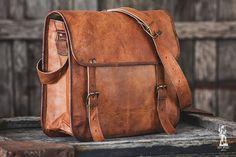 Goat Leather Messenger Bag 14 / Briefcase / Cross por EpicLinen