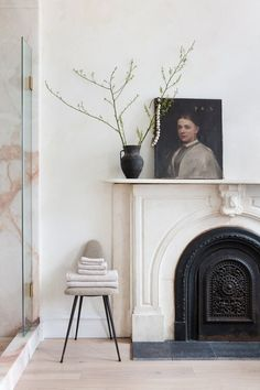EyeSwoon founder Athena Calderone renovated a Cobble Hill townhouse together with designer Elizabeth Roberts into a wonderful bright forever home. Plywood Furniture, Home Design, Design Design, Design Ideas, Home Decor Accessories, Decorative Accessories, Mantel Styling, Eames, Best Interior Design Blogs