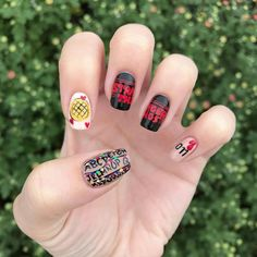 Stranger Things Nails are the Trend You Need For Binge Watching These Stranger Things Inspired Nail Designs Are Totally Bitchin' Cute Acrylic Nails, Cute Nail Art, Cute Nails, Stranger Things Halloween, Eleven Stranger Things, Simple Nail Designs, Nail Art Designs, Uñas Diy, Nailart