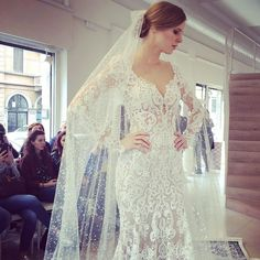 Berta Bridal Collection oggi da @lesposedimilano. #catwalk #bridaldress @bertabridal #luxuryweddings