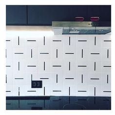 Lurca Azulejos | Azulejos Traço no projeto @efcarquitetura | Traço - Ceramic Tiles // Shop Online www.lurca.com.br #azulejos #azulejosdecorados #revestimento #arquitetura #reforma #decoração #interiores #decor #casa #sala #design #cerâmica #tiles #ceramictiles #architecture #interiors #homestyle #livingroom #wall #homedecor #lurca #lurcaazulejosLurca