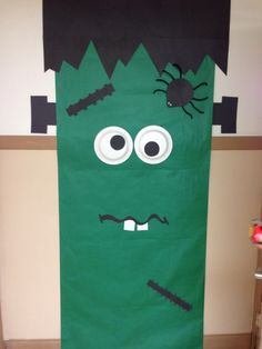 door decor - would be easy for trunk or treat