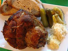 Omyté koleno dáme do hrnce s vodou, přidáme očištěnou cibuli, česnek, sůl a všechno koření.Vaříme dvě hodiny, koleno vyndáme a necháme zchladnout… Tandoori Chicken, Pork, Meat, Ethnic Recipes, Kale Stir Fry, Pork Chops