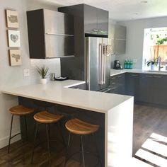 44 fabulous modern kitchen sets on simplicity, efficiency and elegance 9 Kitchen Trends, Kitchen Sets, Kitchen Layout, New Kitchen, Kitchen Decor, Kitchen Hacks, Square Kitchen, Stone Kitchen, Classic Kitchen