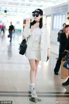 Victoria Fx, Victoria Song, Kpop Fashion, Girl Fashion, Womens Fashion, Airport Fashion, Chinese Style, Chinese Fashion, Girl Outfits