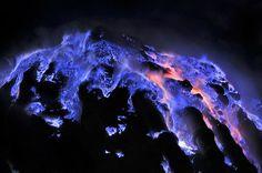 blu lava, Kawa Ijen volcano, Indonesia
