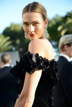 Stars of film and fashion raised more than $25 million for AIDS research during Cannes film festival.