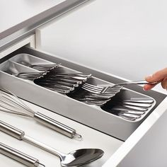 Keep your kitchen drawers in order with these two space-saving cutlery and knife organisers. You can now store a full cutlery set in less than half the space and securely hold up to nine knives of different blade lenghts. Silverware Drawer Organizer, Cutlery Storage, Kitchen Drawer Organization, Kitchen Drawers, Home Organization, Kitchen Cabinets, Cutlery Set, Cutlery Gifts, Organizing