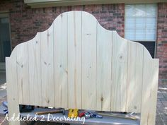 DIY Wood Headboard Made Out Of Cedar Fence Boards or this shape padded.Inexpensive DIY Wood Headboard Made Out Of Cedar Fence Boards or this shape padded. Picket Fence Headboard, Rustic Wood Headboard, Cedar Fence Boards, Brick Fence, Front Fence, How To Make Headboard, Making A Headboard, Diy King Size Headboard, Diy Headboards