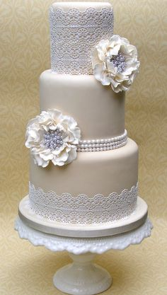 Tartas de boda - Wedding Cake - Lace on your dress? Add it to your cake too! Floral Wedding Cakes, Elegant Wedding Cakes, Elegant Cakes, Wedding Cake Designs, Trendy Wedding, Rustic Wedding, Wedding Flowers, Ivory Wedding Cake, Wedding Fair