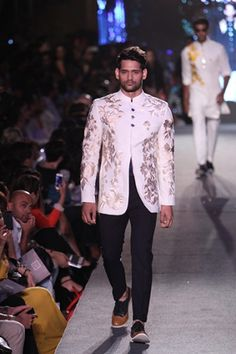 The 'Blue Runway' Collection by Manish Malhotra Party Wear Dress For Man, Party Wear Dresses, Groom Outfit, Groom Attire, Groom Dress, Indian Men Fashion, Asian Fashion, Indian Look, Indian Wear