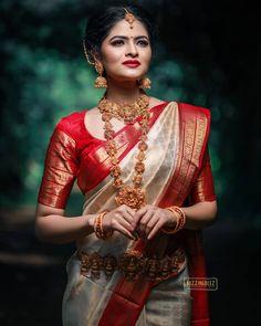 Bridal Sarees South Indian, Bridal Silk Saree, Indian Bridal Outfits, Indian Bridal Fashion, Saree Wedding, Kerala Wedding Saree, Indian Bridal Hair, South Indian Bride Jewellery, Silk Sarees